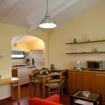 soggiorno-tinello -angolo cottura Leccio2-VillaLazzareschi-